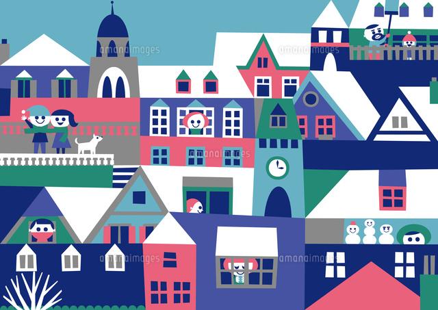 ヨーロッパ風の街並み 家々の窓や屋根や人々 冬02837000357の写真素材