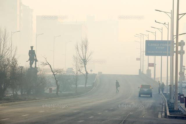 大気汚染の深刻な冬のウランバートル市街地の朝の風景02854000163の