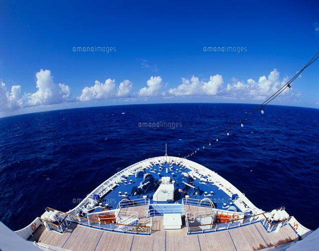 客船の船首
