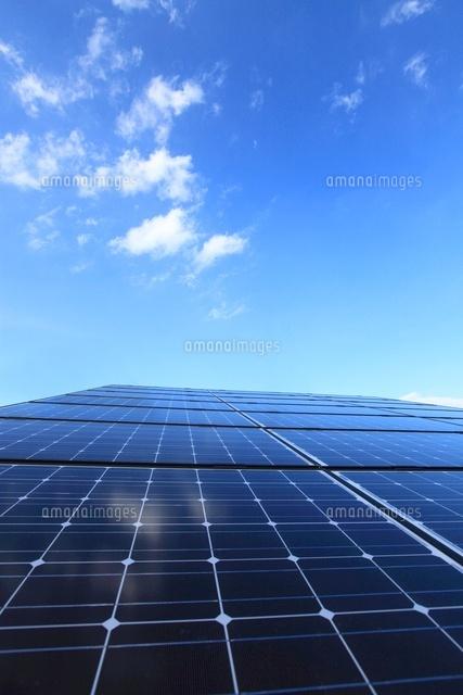 太陽光発電のソーラーパネル20007008541の写真素材イラスト素材