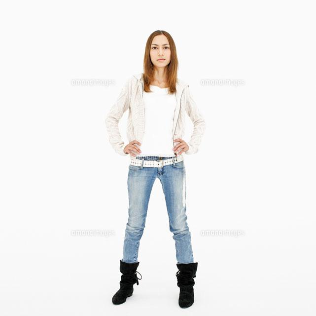 腰に手を当てる女性20009005792の写真素材イラスト素材アマナ