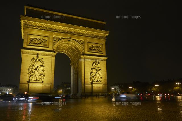arc de triomphe at night paris france 20025317027 写真素材