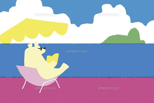 ビーチで読書する白熊20037003501の写真素材イラスト素材アマナ