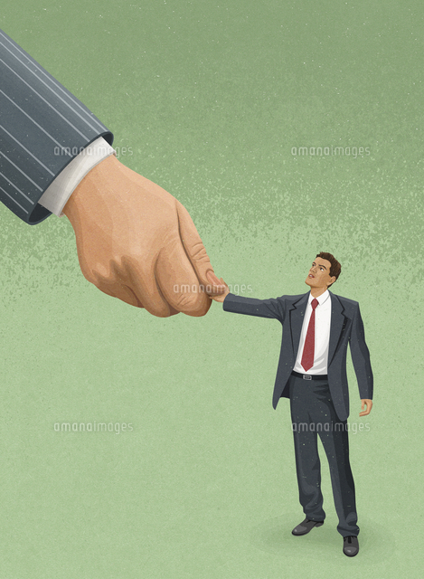 large hand shaking hands with small businessman 20039010879 写真