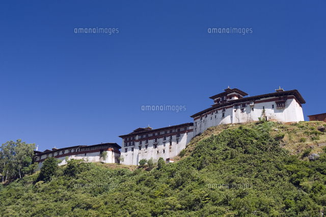 ridge top wangdue phodrang dzong founded by the zhabdrung in 1638