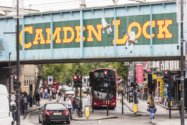 Double decker bus on the shopping streets of Camden Lock Market ...
