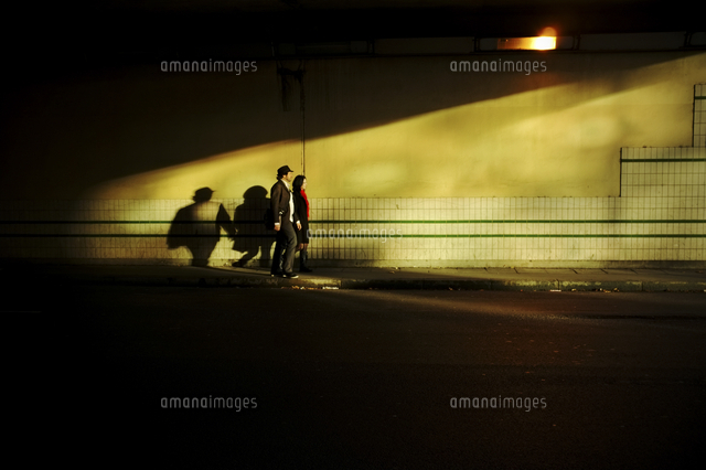 couple walking towards the light at the end of the tunnel lyon