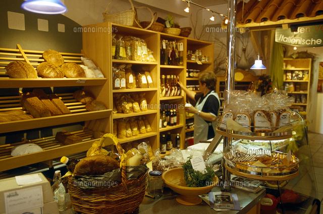 bakery seller in bakery shop 20085000465 写真素材 ストックフォト