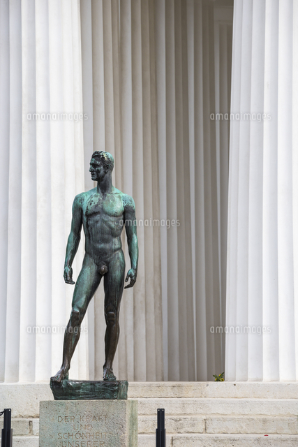 Austria, Vienna, Volksgarten (Peoples Garden), Theseus Temple, Bronze statue of the young athlete