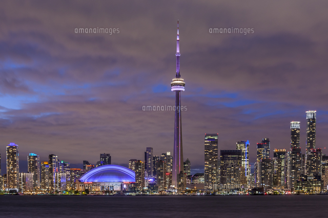 Canada, Ontario, Toronto, Harbourfront, CN Tower, Rogers Centre, and skyline from Olympic Island, du