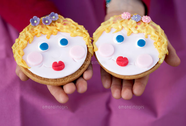 two amerikaner cookies with faces 22199038469 写真素材 ストック