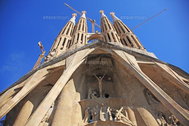スペイン バルセロナ アントニ ガウディの作品 サグラダ ファミリア教会 の写真素材 イラスト素材 アマナイメージズ