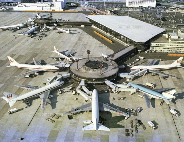 各国機でにぎわう成田空港ハンガー=1978年5月22日[23023004875 ...