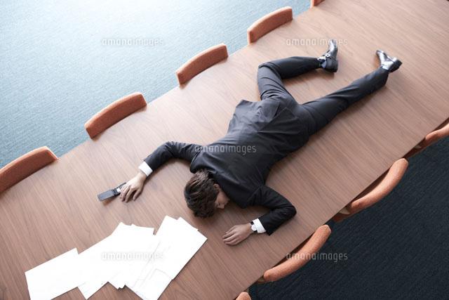 過労で倒れている男性社員24014001199の写真素材イラスト素材