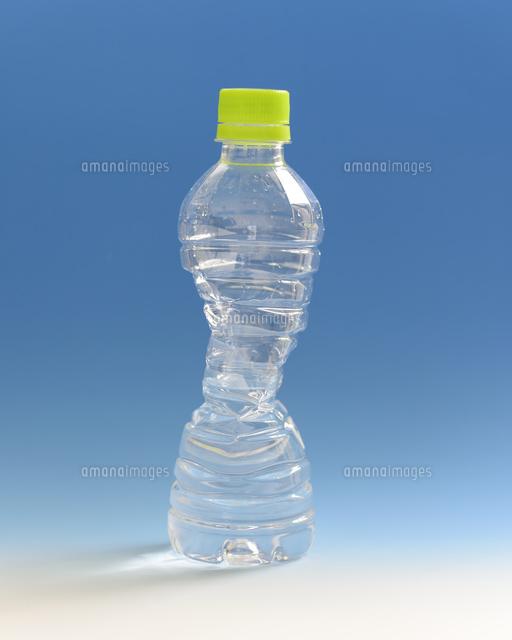 気圧変化により凹んだペットボトル