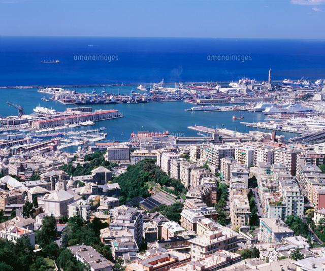 俯瞰のジェノヴァ港と市街[25121...