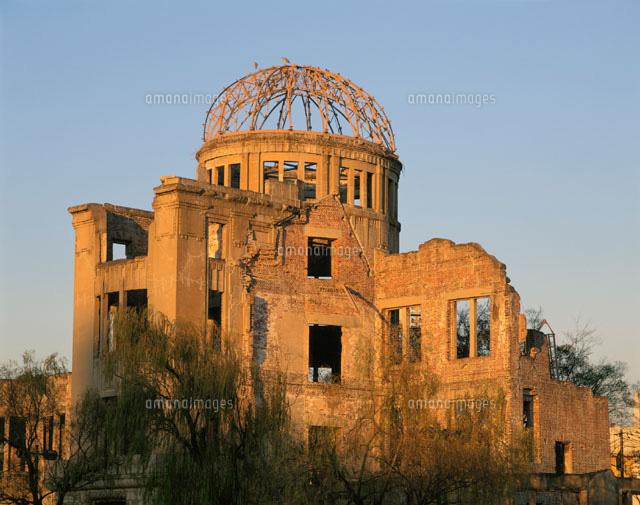 夕陽に染まる原爆ドーム 広島県(c)YOSHIO TOMII/SEBUN PHOTO
