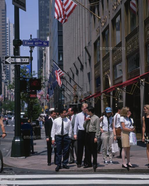 五番街の通行人25172002682の写真素材イラスト素材アマナイメージズ