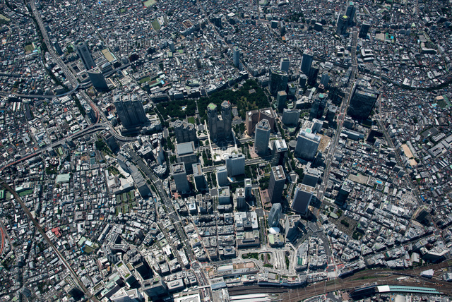 新宿駅西口ビル群と新宿駅周辺(俯瞰撮影)2,000m