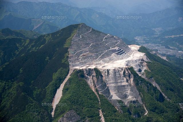 武甲山と石灰岩[25397017117]の...