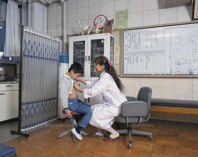 小学校の内科検診の保健室25617006051の写真素材イラスト素材