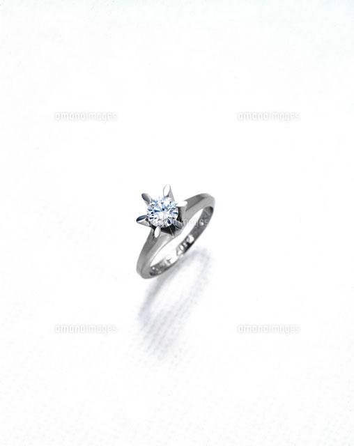 ダイヤモンドの指輪25695000200の写真素材イラスト素材アマナ