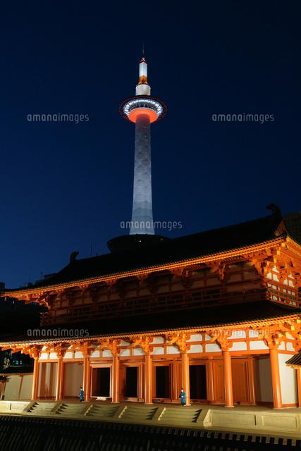 京都タワーと羅生門の模型25813003028の写真素材イラスト素材