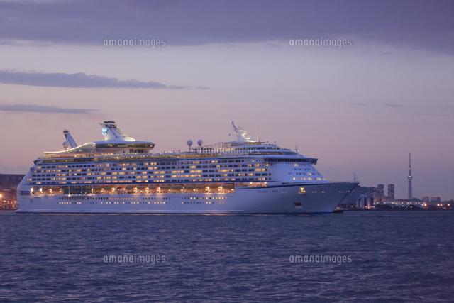 出港する豪華客船 ボイジャーオ...