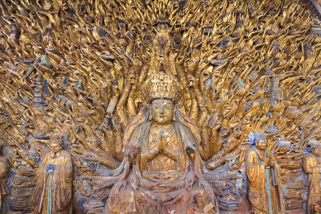 奈良王寺達磨寺392の手を持つ千手観音の圧倒的存在感 奈良県