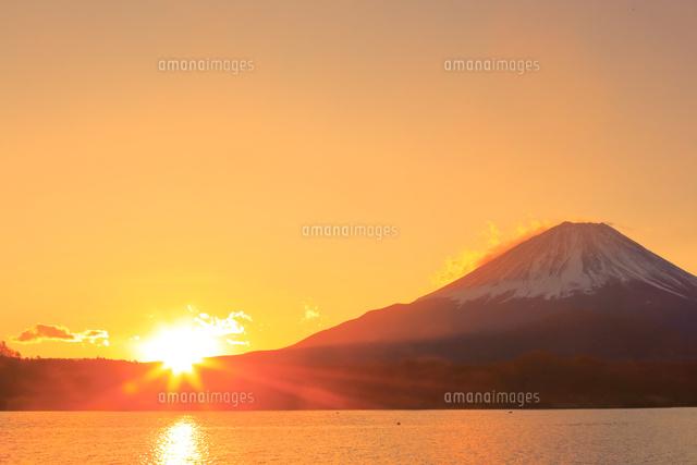 富士山と日の出 26121035723 の写真素材 イラスト素材 アマナイメージズ