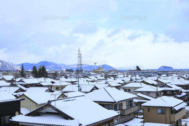 積雪の家並み26121035865の写真素材イラスト素材アマナイメージズ