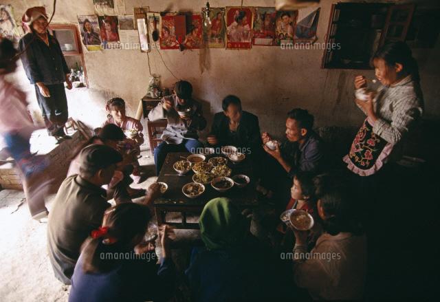 農家の食事風景26140000135の写真素材イラスト素材アマナイメージズ