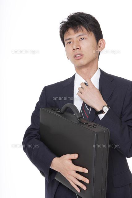 ネクタイを緩めるサラリーマン30018000322の写真素材イラスト素材