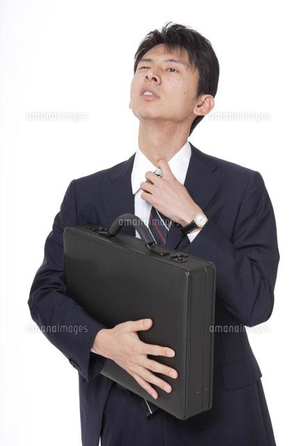 ネクタイを緩めるサラリーマン30018000322aの写真素材イラスト素材