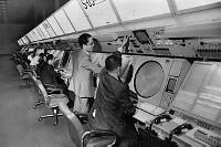 新しい東京航空交通管制部局舎の管制運用室 1977年【要事前申請】
