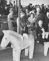 イランのパーレビ王女が国立博物館へ 画像サイズ:2329×2894ピクセル【要事前申請(TV番組および新聞記事使用不可)】