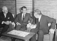 池田首相と会談するニクソン米元副大統領=首相官邸 画像サイズ:2894×2063ピクセル【要事前申請(TV番組および新聞記事使用不可)】