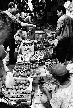 1988年 築地市場 消費税導入を前に場外市場で買い物をする人たち【要事前申請】