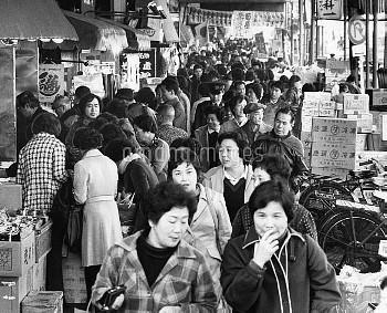 正月用品の買い出しでにぎわう東京・築地市場 1979年【要事前申請】