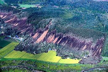 【要事前申請】地震で山肌が崩れ住宅が土砂に巻き込まれて…