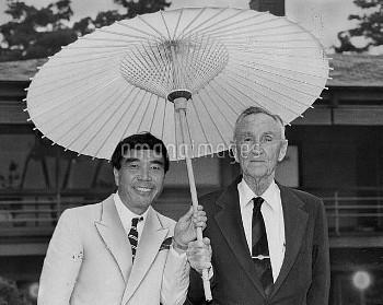 【要事前申請】マンスフィールド駐日米国大使(右)と服飾…
