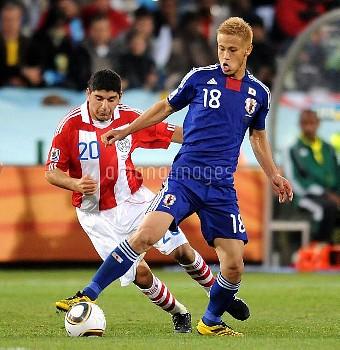 NESTOR ORTIGOZA 7 KEISUKE HONDAPARAGUAY V JAPANPARAGUAY V JAPAN, FIFA WORLD CUPLOFTUS VERSFELD STADI