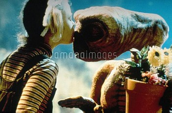DREW BARRYMORE & ALIEN Character(s): Gertie & Film 'E.T. THE EXTRA-TERRESTRIAL' (1982) Directed By S