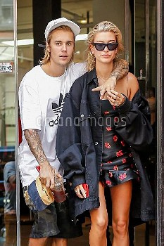 Justin Bieber and his fiancee Hailey Baldwin enjoy a shopping trip in Tribeca