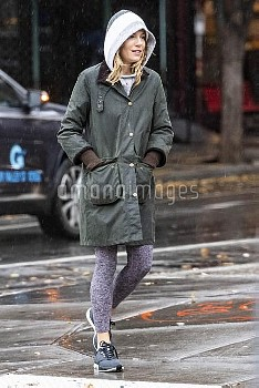 Sienna Miller caught under the rain on the way to the gym