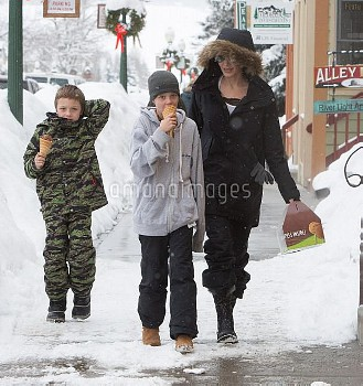 Angelina Jolie Takes Her Kids Out For Ice Cream