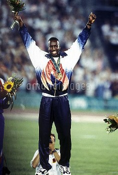 オリンピック  第26回アトランタ大会(アメリカ 1996年) 陸上 男子 200m 表彰式 金メダル マイケル・ジョンソン(アメリカ) クレジット:フォート・キシモト 1996年8月1日  Olym