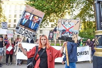 London, die EU-Befuerworter demonstrieren gegen die Brexit-Entscheidung, Bevoelkerung, Vor Westminis