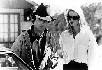 DESPERATE HOURS [US 1990]  Director MICHAEL CIMINO  KELLY LYNCH     Date: 1990