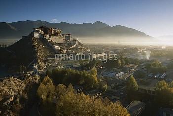 Potala Palace, World Heritage Site, exiled Dalai Lama's winter palace, autumn light at dawn, Lhasa,